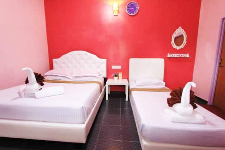 Triple Room @ Taman Negara River View Lodge
