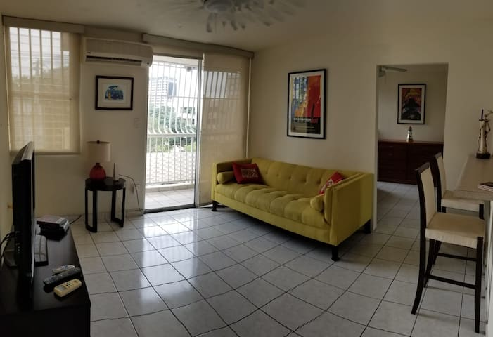 Cozy Apartment/Great Location-A/C-TV-WiFi-Parking-