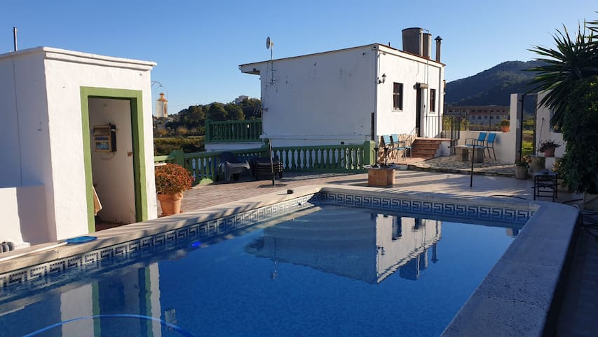 Private rooms, swimming pool, garden, guest lounge