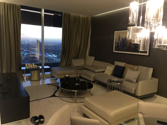 Fabulous luxury highrise serviced apartment