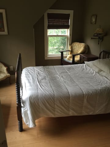 Cozy Room on Beautiful Isle