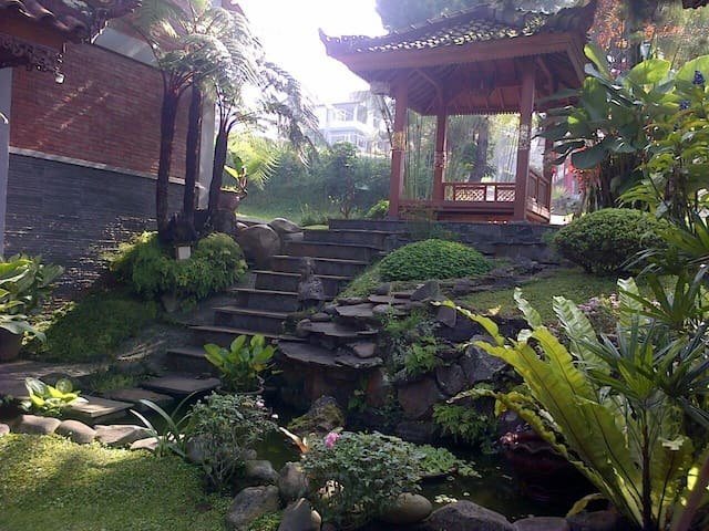 charming wooden 3 bedroom villa in bandung. - Parongpong - Huvila