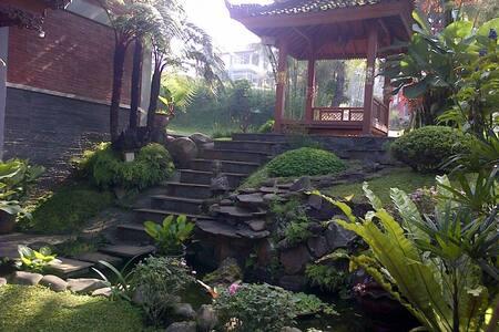 charming wooden 3 bedroom villa in bandung. - Parongpong - 别墅
