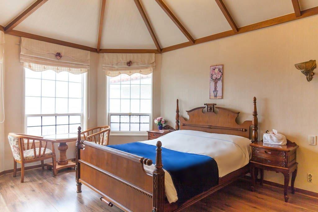Queen bed /퀸사이즈 침대