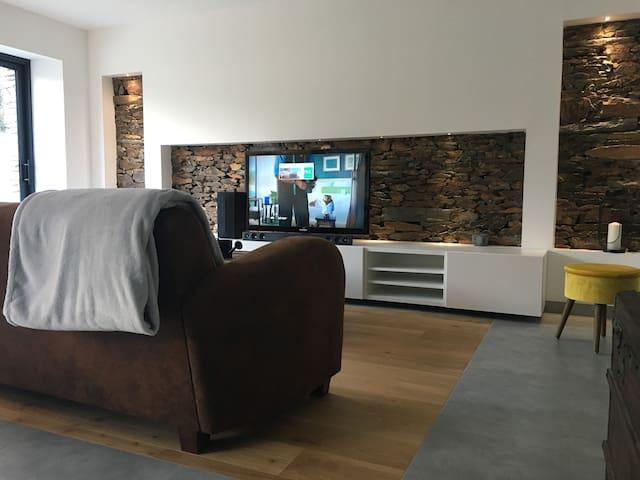 Etage privé dans une belle maison contemporaine