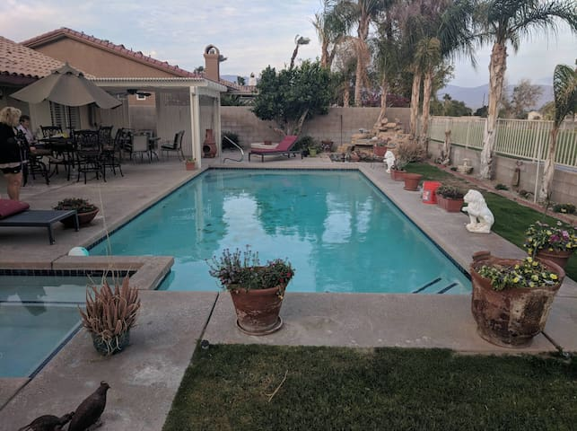 3bed 2bath pool spa on golf course walk Coachella!