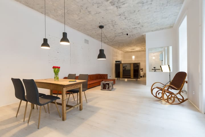 Huge LOFT in a marvelous Gründerzeit house