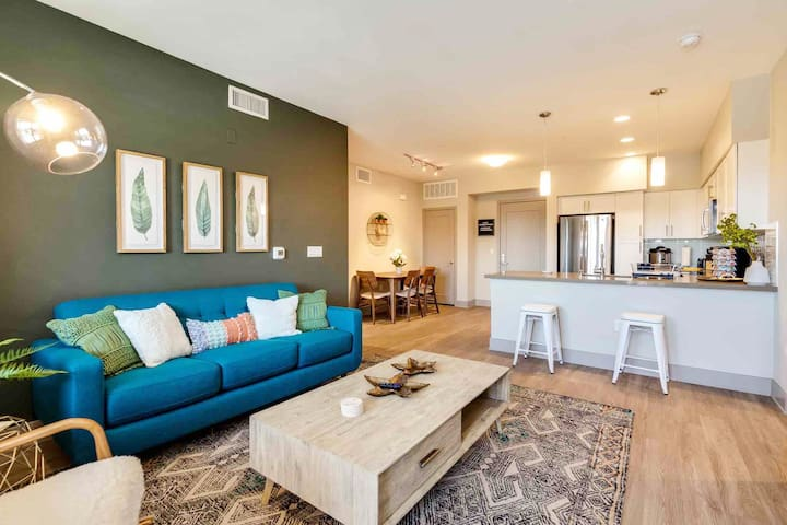 Modern 2BD ☞ 4 mi to Disneyland ☜ Walk to Downtown