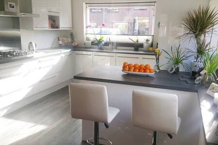 2 big double rooms with free Wi-Fi & free parking - Duivendrecht - Ház