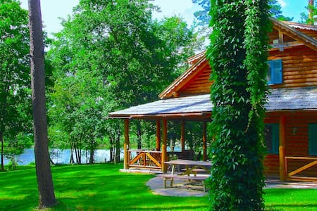 HUNTING COTTAGE by a beautiful lake Narie - Miłakowo - Guesthouse