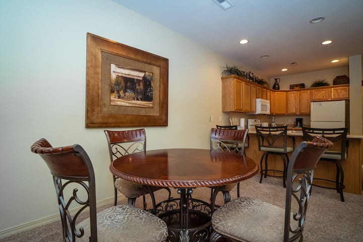 1BR, 1BA Golf Condo with Covered Patio, Full Kitchen
