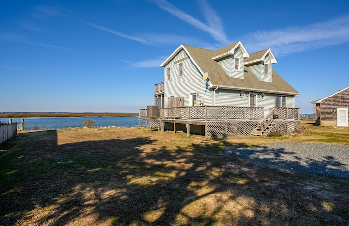 Channel View Cottage- waterfront home on Lewis Creek features great sunsets!