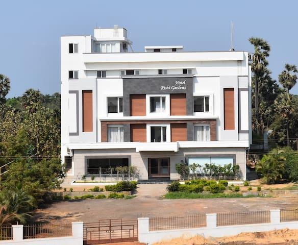 Hotel Rishi Gardens, Tada (Near Sricity)