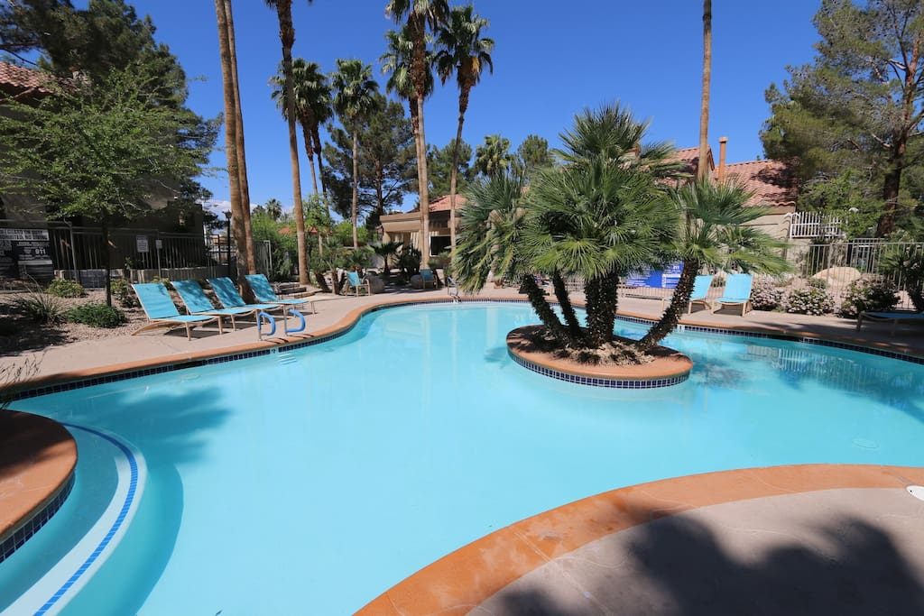 Main heated Pool with Jacuzzi