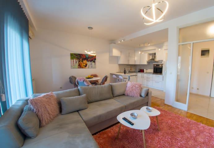 Luxury Apartment Infinity