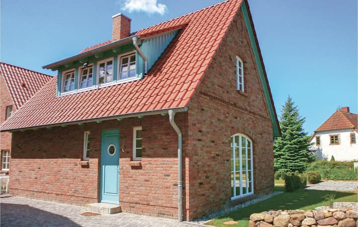 Holiday cottage with 2 bedrooms on 91m² in Börgerende