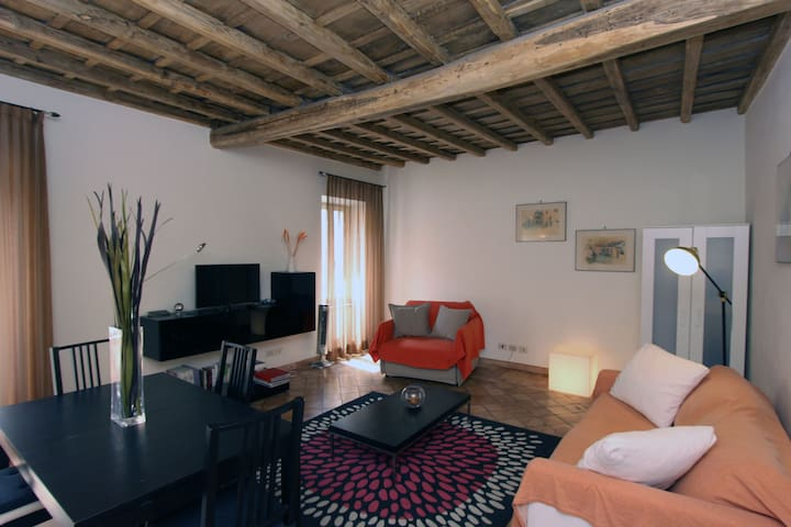 A 1BR Flat in the old Jewish Ghetto