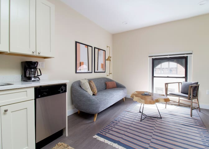 Sonder | Winthrop Square | Charming 1BR + Laundry