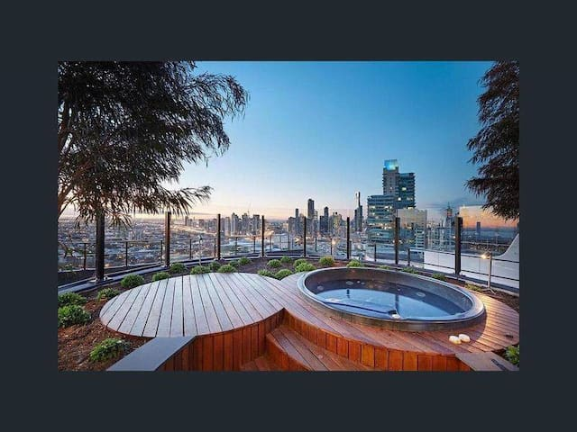 South Melbourne Luxury Escape on Budget with Views