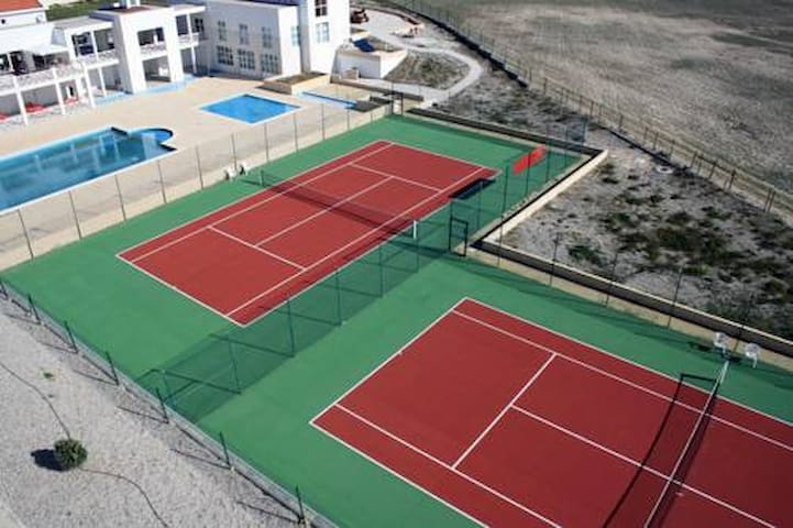 Tennis courts (5€/hour)