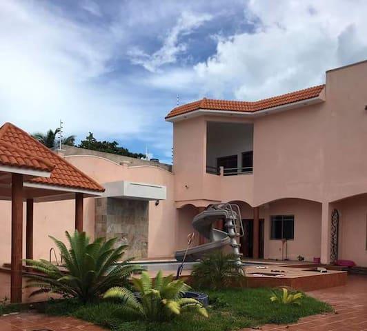 38A  - Peaceful Balcony room overlooking the pool! - Chetumal - Bed & Breakfast