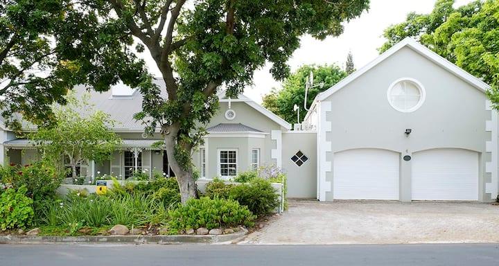 Laurel Cottage Suite