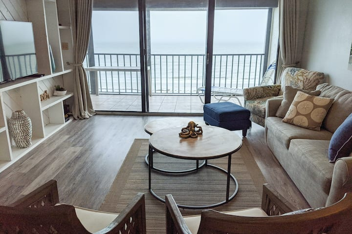 Beachside Haven w/Private Balcony/Free WiFi/Washer/Dryer/Shared Pool/Central AC!