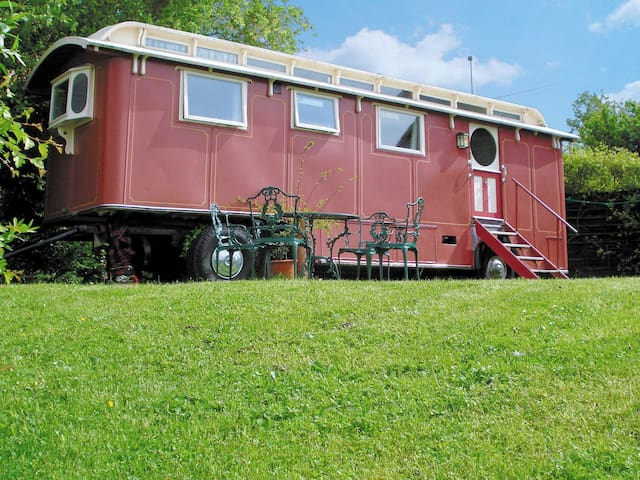 The Showman's Wagon (W42097)