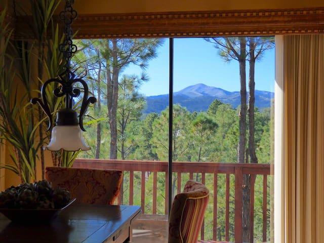 COZY cabin with SIERRA BLANCA views, 5 min to Shopping, 3/2, WIFI, Sleeps 6