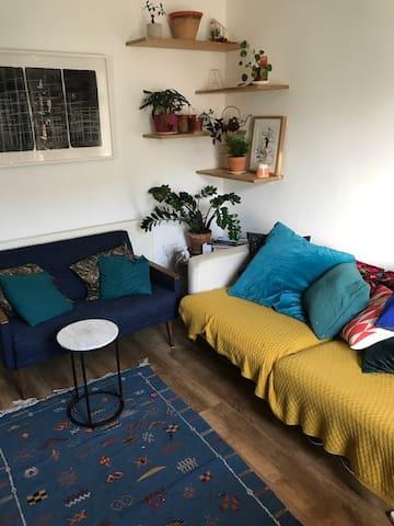 Room in ground floor garden flat in leafy Clapton