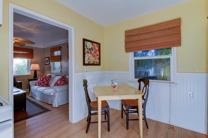 Local Living, Beach Cottage Apartment - Encinitas