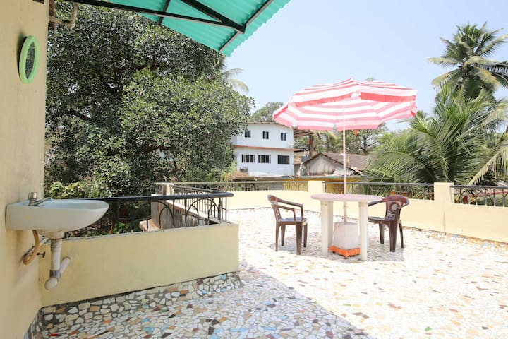 Cute lil terrace apartment on a hill for 2 - Mapusa - Apartemen