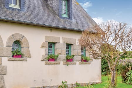 Semi-Detached with 1 bedroom on 40m² in Penvénan