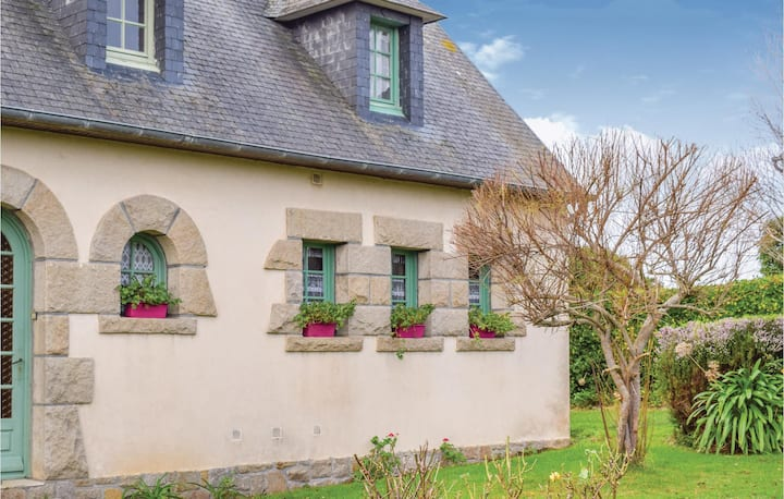 Beautiful home in Penvénan with WiFi and 1 Bedrooms