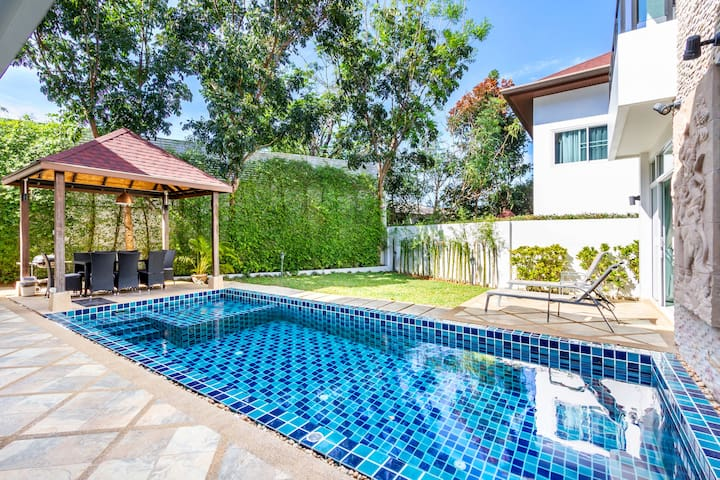 5 Bedrooms Private Pool Villa in Kamala