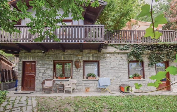 Holiday cottage with 2 bedrooms on 70 m² in Montjovet -AO-