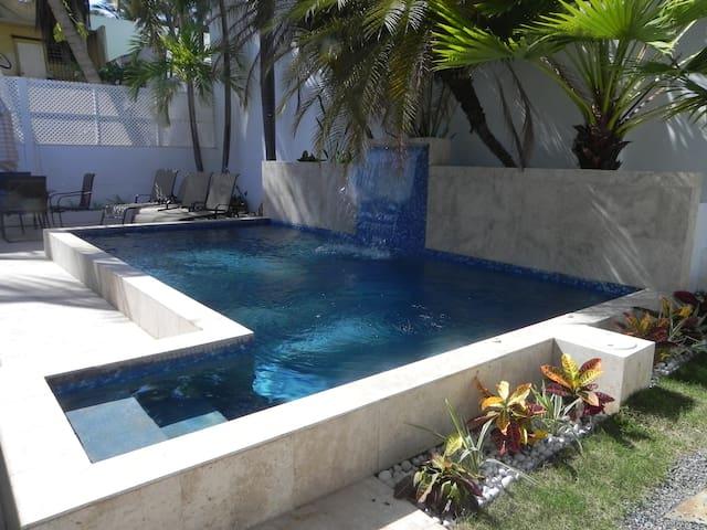 Beach House with Pool and Quick Walk to Beach - San Juan - Talo