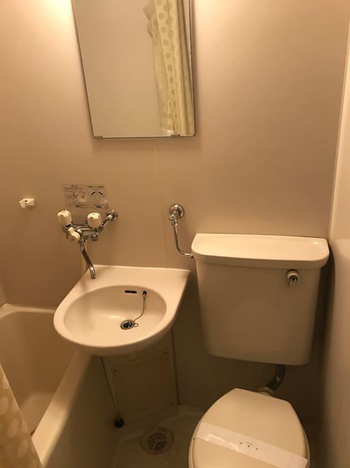 シャワートイレユニットバスです、水圧抜群です