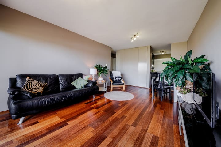 Gorgeous 1 Bed Unit,10 min to Airport,8km to City - Nundah - Apartment