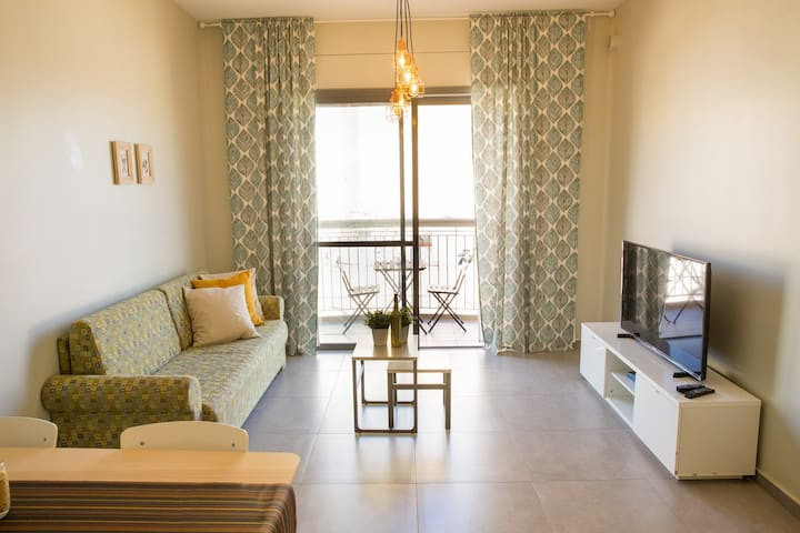 1Bdr apt Viewing Yafo street from the 5th floor