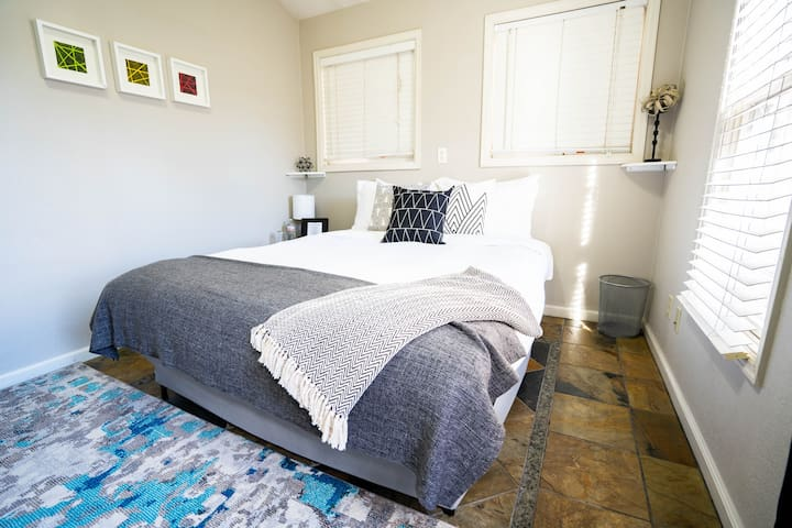 Charming suite in great location next to RiNo!