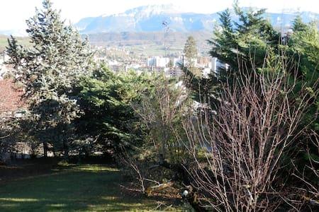 Maison superbe vue sur la Chartreus - Voiron