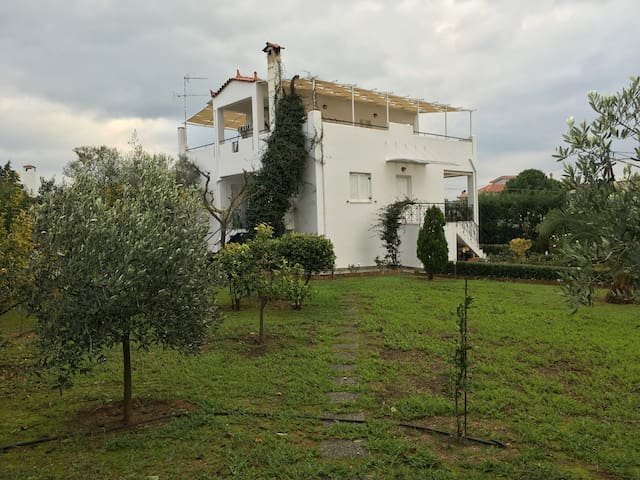 Private, calm, close to the sea - Erétria - Villa