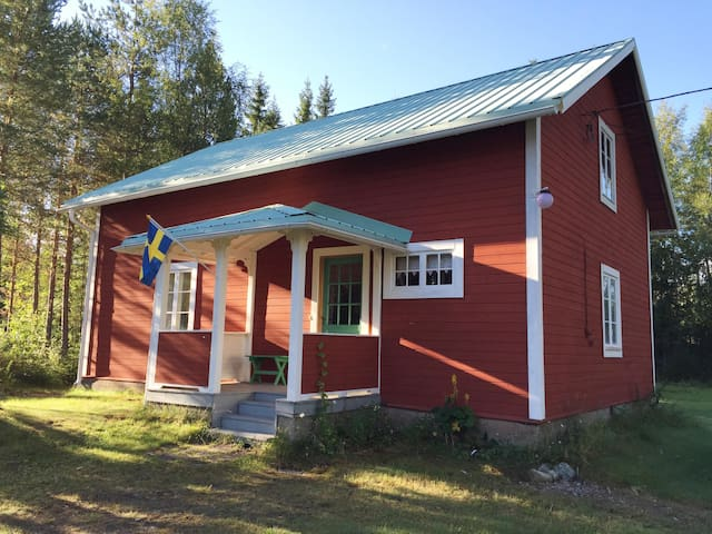 Cute cottage in the north of Sweden - Ytterturingen - Cabin