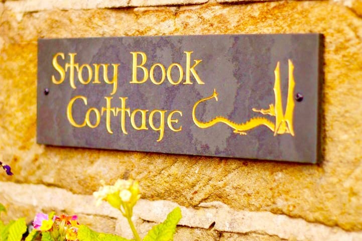 Story Book Cottage - Liverton  - House