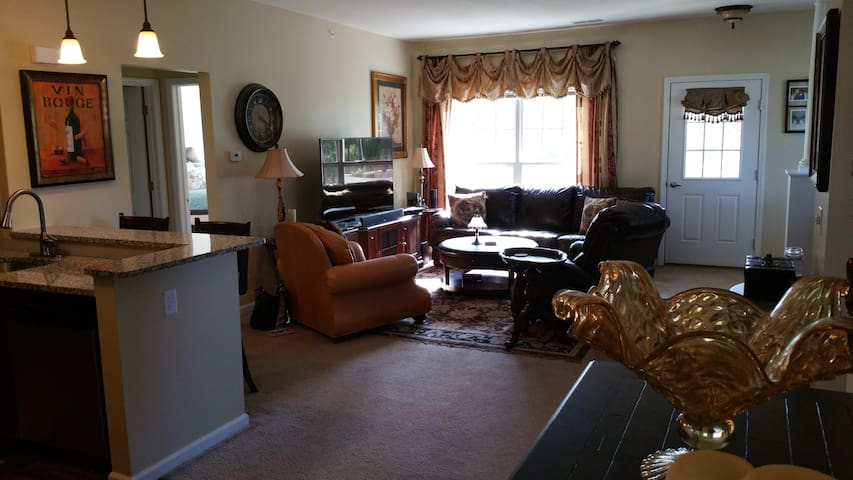 2BR/2BTH Luxury 2nd FL Apt near Downtown Saratoga - Saratoga Springs - Leilighet