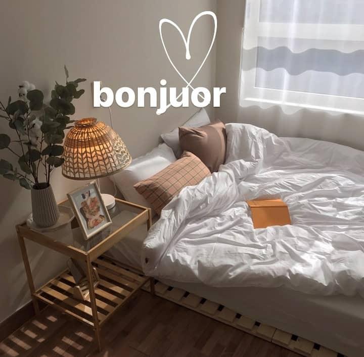 New봉주르(Bonjour)-감성/부산/사상역2분/김해공항근처