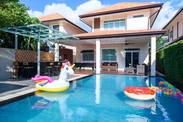 Exquisite 4bd 3 bth Pool Villa A,Central Pattaya!
