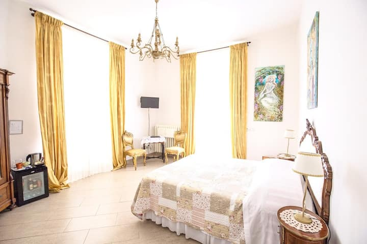 Spacious Room in a Florentine boutique hotel