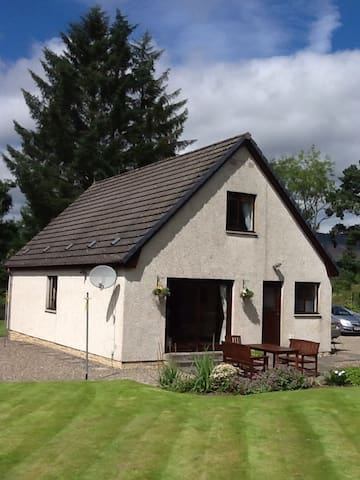 4 Bedroom modern holiday cottage - Pitlochry - Casa